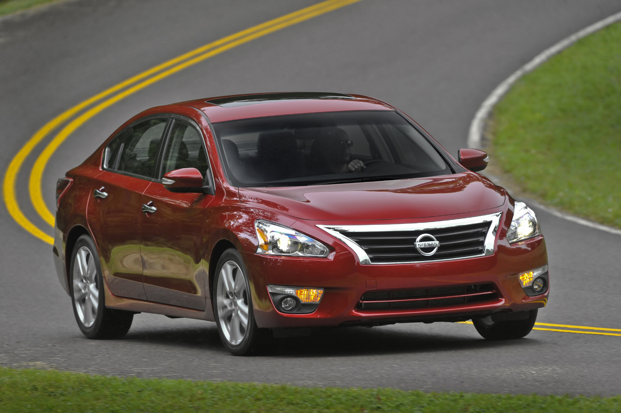 With V6 or 38 MPG, 2013 Nissan Altima Aims For Midsize Segment Throne.