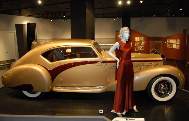Click to enlarge image 1_cars-and-clothes-the-evolution-of-fashion-and-automotive-design_cars-and-clothes-automotive-design-fashion-and-automotive-design-petersen-museum_01.jpg