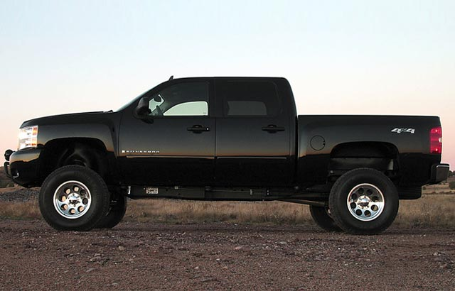 Click to enlarge image 01_pickup-truck-body-lift_body-lift-vs-suspension-lift_01.jpg